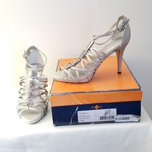 Arturo Chiang size 8.5m leather sole moon silver